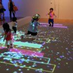 光と影が織りなすアートの世界 「魔法の美術館 光と遊ぶ、真夏のワンダーランド」